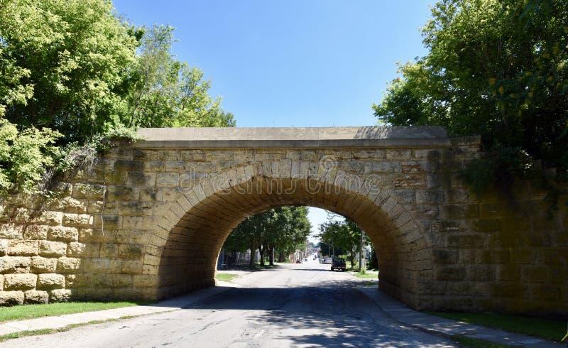 伊利诺伊中央石曲拱铁路桥梁 图库摄影