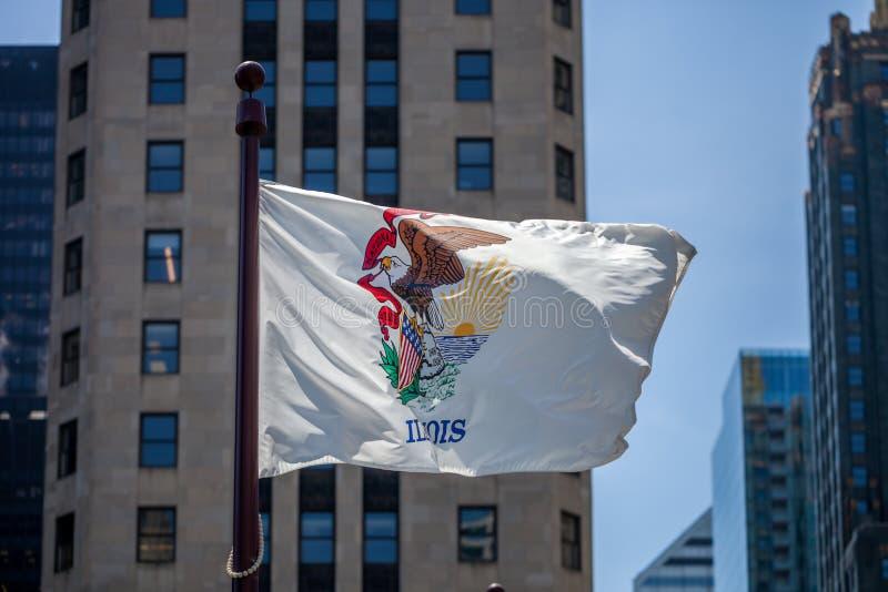伊利诺伊州的挥动的旗子在街市芝加哥 库存图片