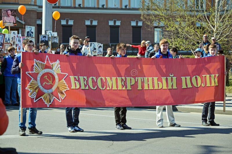伊尔库次克,俄罗斯- 2015年5月9日:不朽的军团队伍在胜利天庆祝的伊尔库次克 免版税库存图片