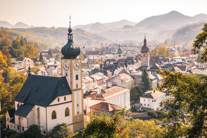 伊布斯河畔魏德霍芬老镇在秋天,Mostviertel,下奥地利州,奥地利 免版税库存照片