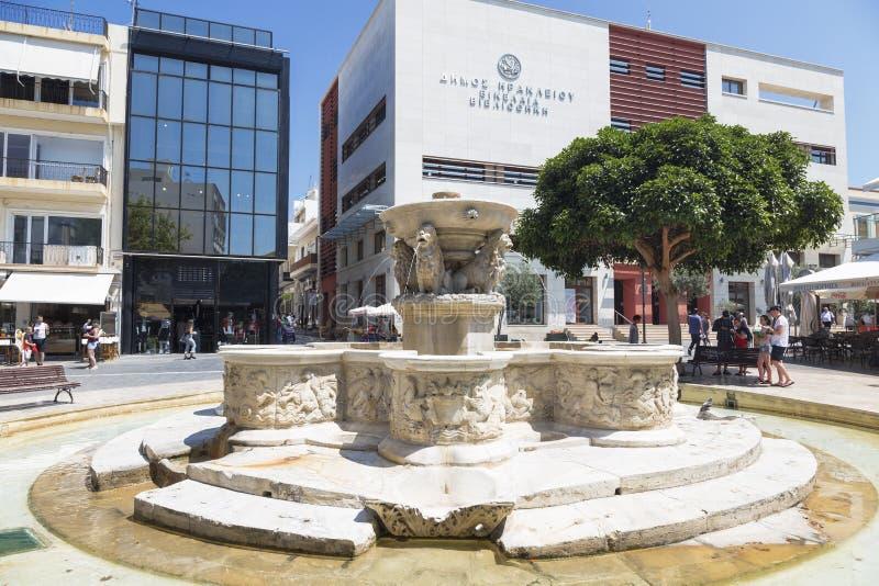 伊拉克利翁、狮子喷泉或者也Morozini喷泉在方形的狮子 克利特 免版税库存图片