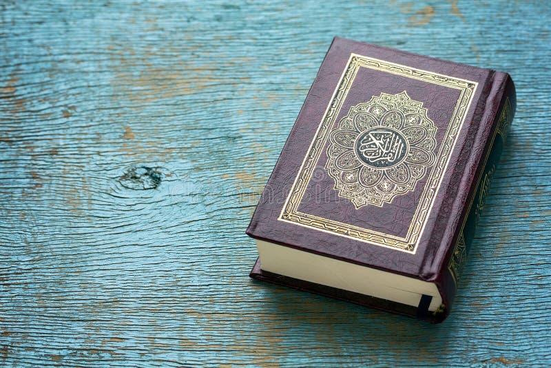 伊斯兰教的书圣洁古兰经 免版税库存照片
