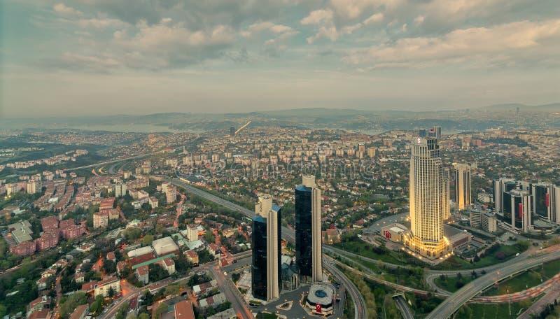 伊斯坦布尔从伊斯坦布尔青玉摩天大楼俯视的市视图 免版税库存图片