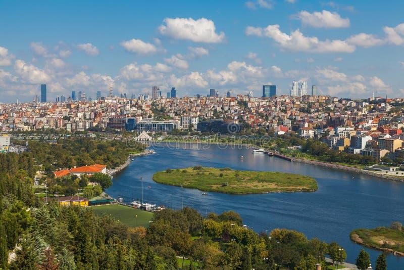 伊斯坦布尔和金黄垫铁看法  库存图片
