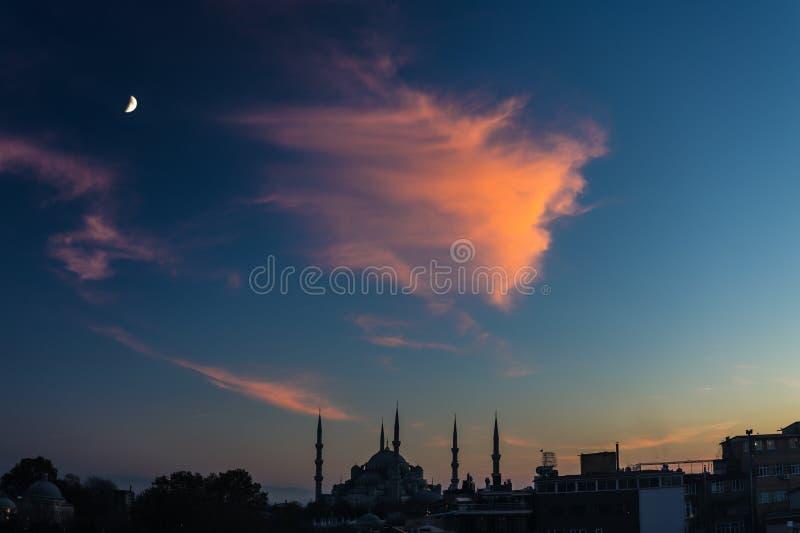 伊斯坦布尔市历史区暮色都市看法  库存图片