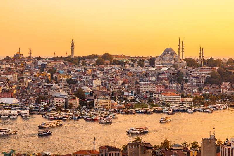 伊斯坦布尔,土耳其,在金黄垫铁海湾的看法从加拉塔塔 库存图片