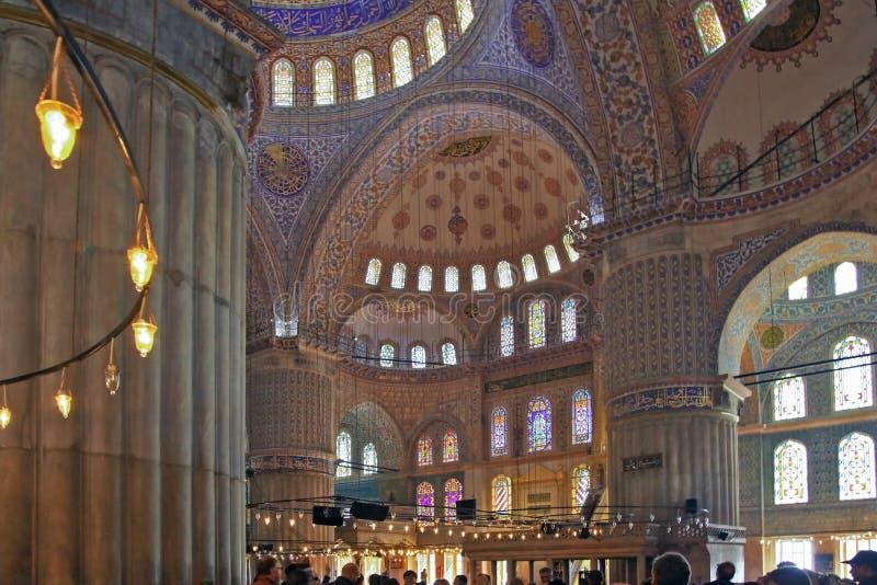 伊斯坦布尔,土耳其- 2012年3月24日:Sultanahmet清真寺的内部 免版税库存照片