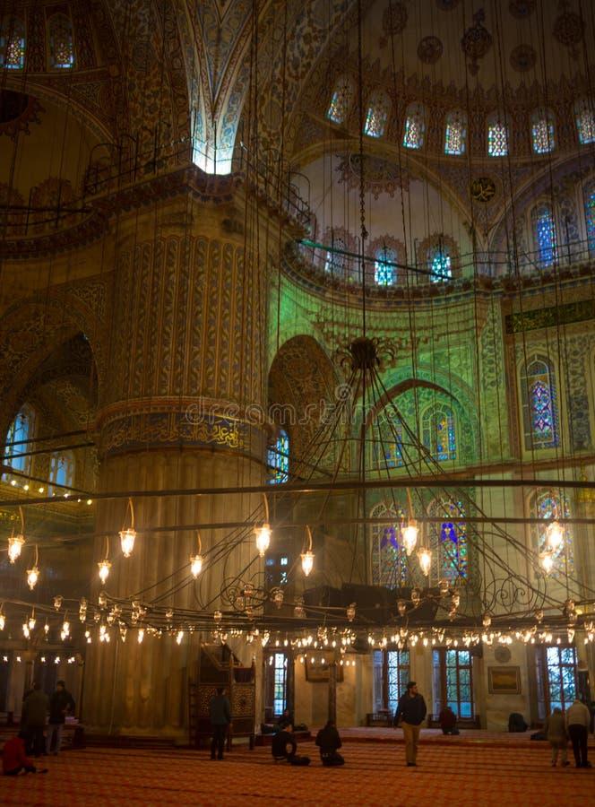 伊斯坦布尔,土耳其- 2017年11月03日:Sultanahmet清真寺蓝色清真寺的内部在伊斯坦布尔,土耳其 免版税图库摄影