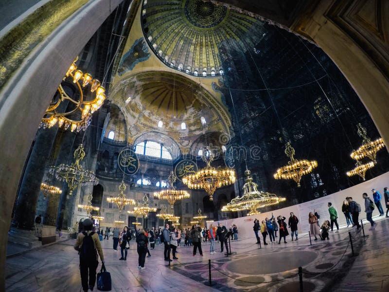 伊斯坦布尔,土耳其- 2019年3月7日:Sultanahmet清真寺蓝色清真寺的内部在伊斯坦布尔,土耳其 图库摄影