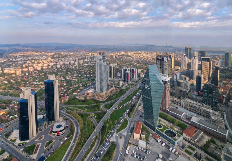 伊斯坦布尔从伊斯坦布尔俯视Bosphorus的青玉摩天大楼的市视图在日落,伊斯坦布尔,土耳其前 免版税库存图片