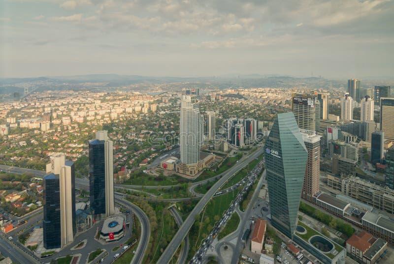 伊斯坦布尔从伊斯坦布尔俯视Bosphorus,伊斯坦布尔,土耳其的青玉摩天大楼的市视图 库存照片