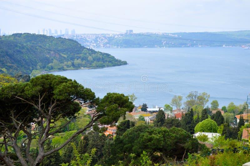 伊斯坦布尔Bosphorus,交错与自然 免版税库存照片