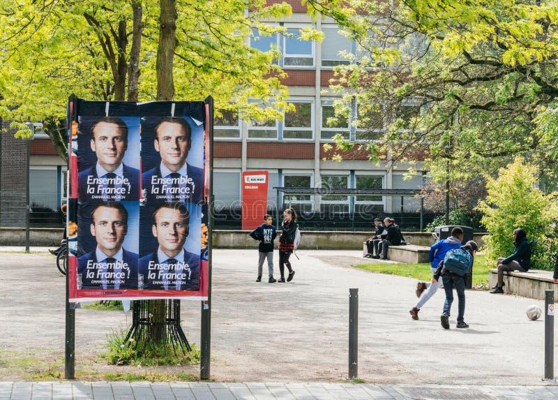 伊曼纽尔Macron海报在campaing在法语Scho附近的竞选时 免版税图库摄影