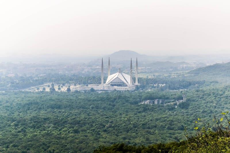 伊朗王费萨尔清真寺是masjid在伊斯兰堡,巴基斯坦 位于Margalla小山山麓小丘  最大的清真寺设计  免版税库存图片