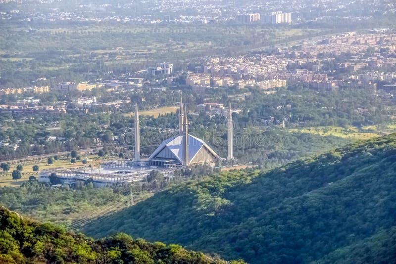伊朗王费萨尔清真寺是masjid在伊斯兰堡,巴基斯坦 位于Margalla小山山麓小丘  最大的清真寺设计  图库摄影