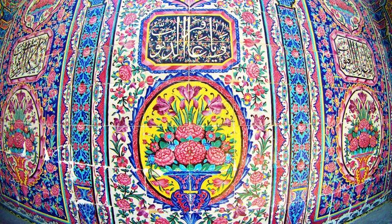 伊朗白子粉色清真寺的瓷砖装饰 库存图片