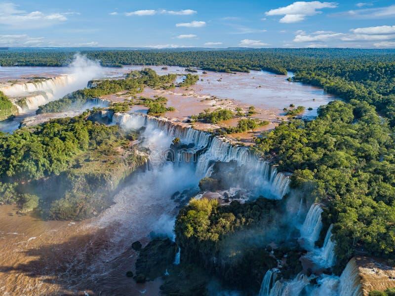伊瓜苏瀑布的鸟瞰图在巴西和阿根廷 库存图片