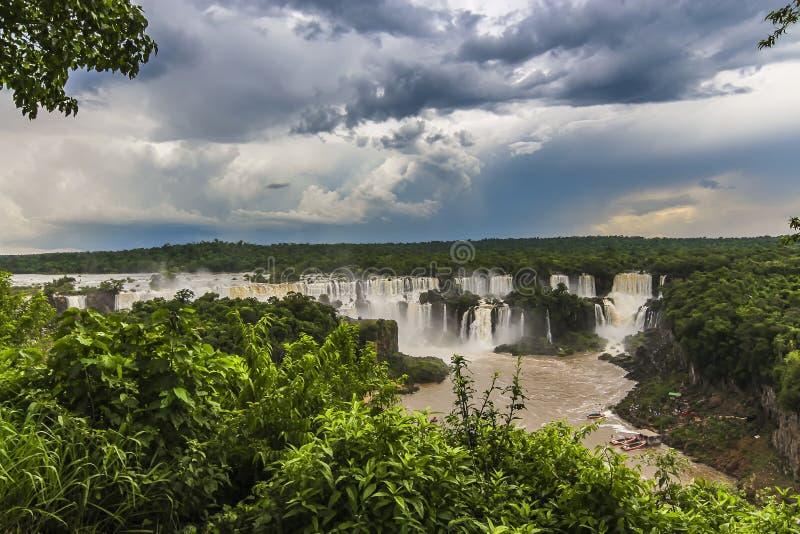 伊瓜苏瀑布看法从巴西边的 库存图片