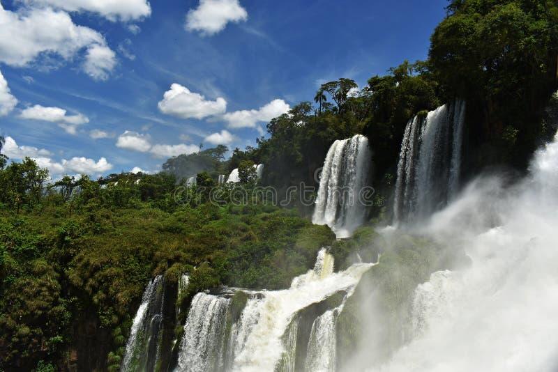 伊瓜苏瀑布,是其中一个最壮观的自然地标在世界上 免版税库存照片