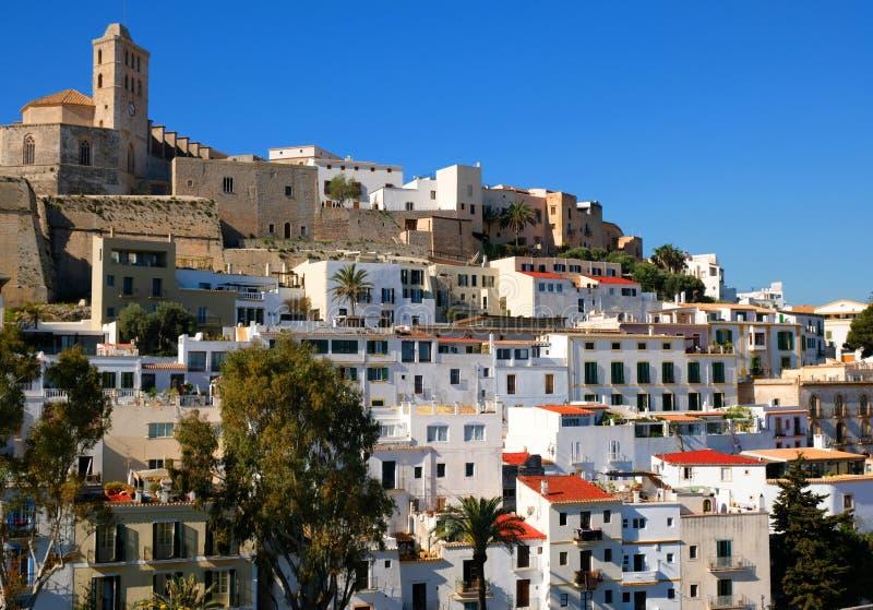 伊维萨岛、镇、大教堂和老镇和它的枪 库存图片