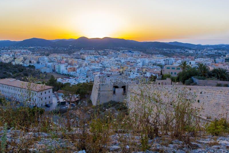 伊维萨岛堡垒和老镇日落的,伊维萨岛, Eivissa海岛,巴利阿里群岛,西班牙 免版税库存照片