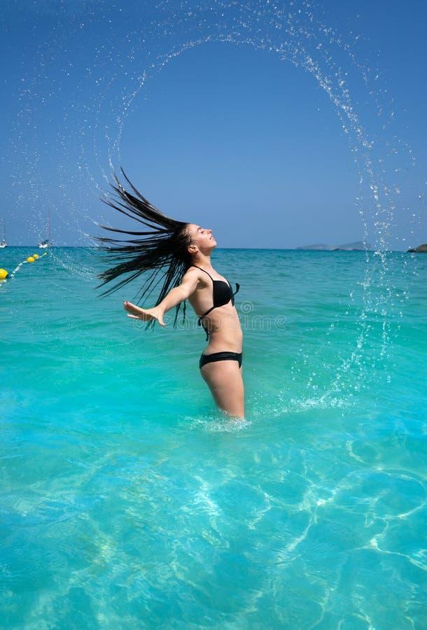 伊维萨岛海滩女孩水头发轻碰在Balearics 免版税库存照片