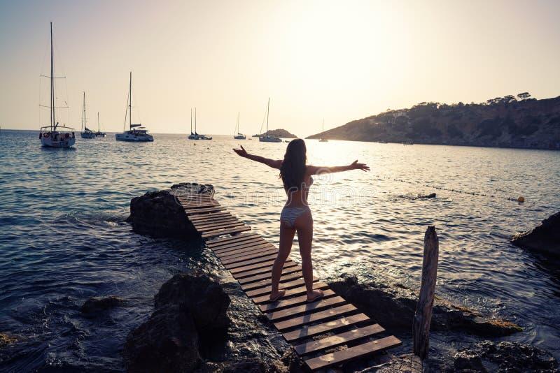 伊维萨岛cala d霍特女孩码头日落ES韦德拉 库存图片