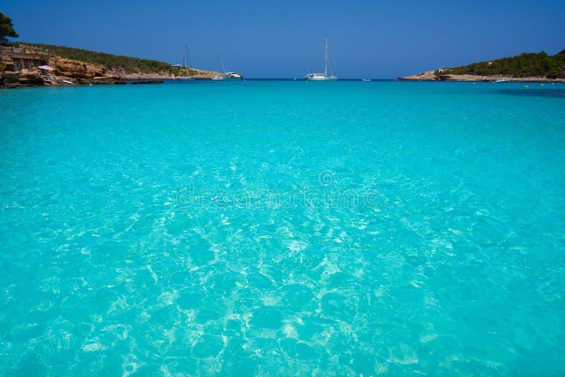 伊维萨岛Portinatx阿雷纳尔小的海滩在Balearics 免版税库存照片