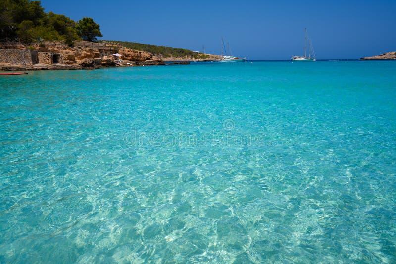 伊维萨岛Portinatx阿雷纳尔小的海滩在Balearics 图库摄影