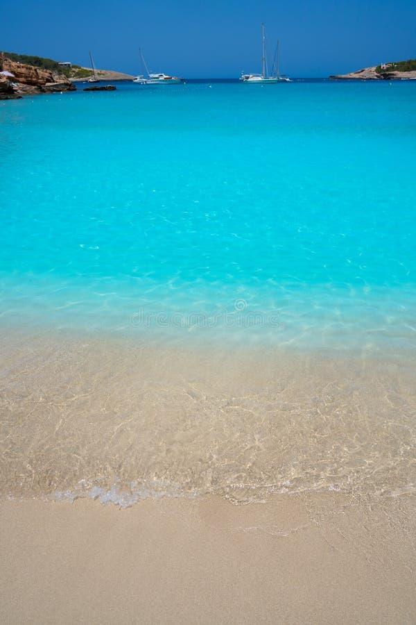 伊维萨岛Portinatx阿雷纳尔小的海滩在Balearics 库存照片