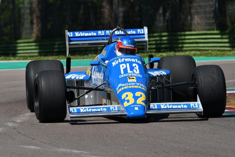 伊莫拉,2019年4月27日:历史的1983年Osella FA1E未知数F1驾驶的阿尔法・罗密欧在米纳尔迪历史的天期间2019年 免版税图库摄影