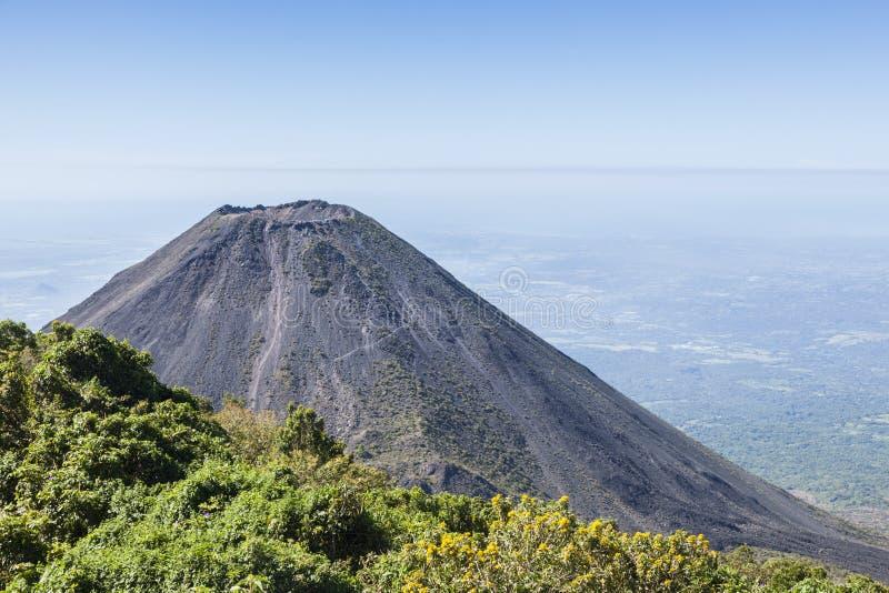 伊萨克火山火山在萨尔瓦多 库存照片