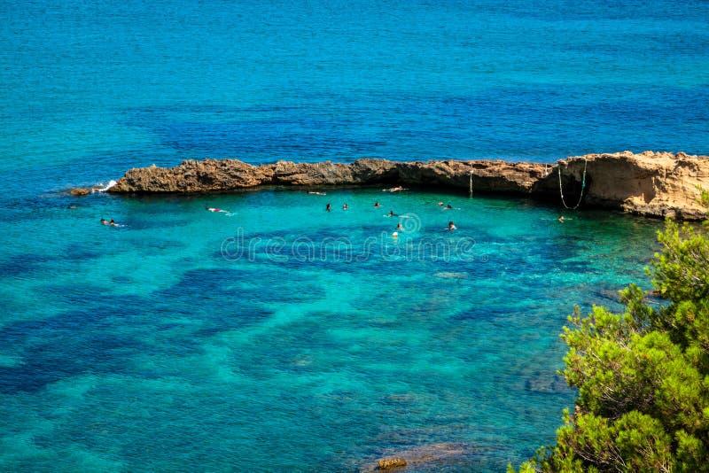 伊维萨岛蓬塔de Xarraca绿松石拜雷阿尔斯Isla的海滩天堂 免版税库存图片