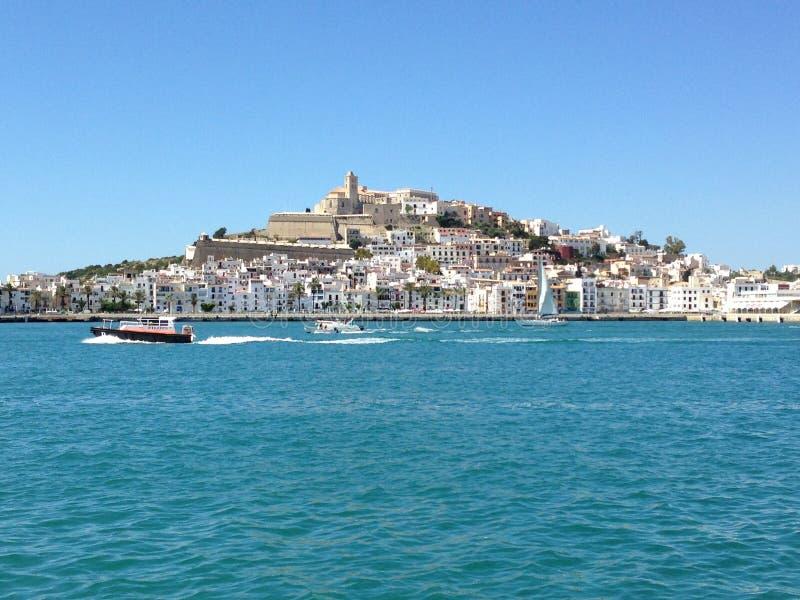 伊维萨岛从港口的市视图 免版税库存照片