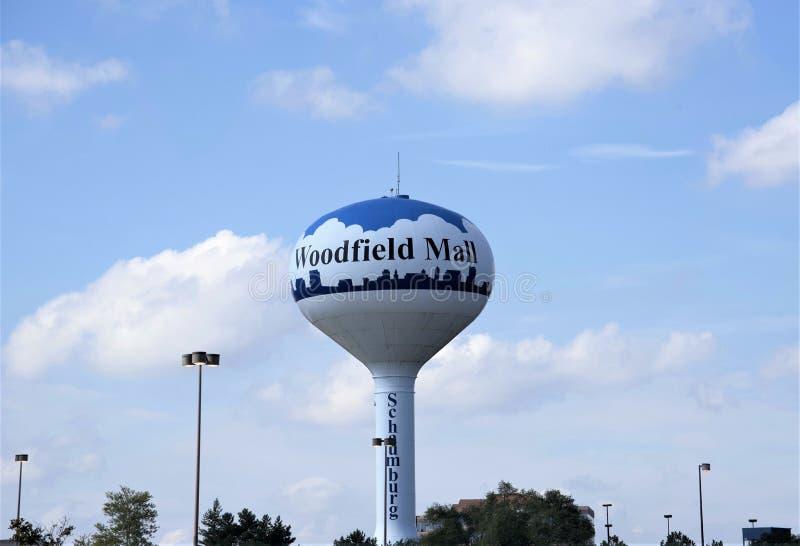 伍德费尔德购物中心水塔,绍姆堡,IL 免版税图库摄影