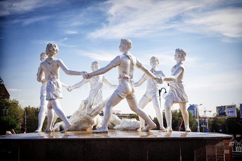 伏尔加格勒,俄罗斯,2016年8月25日 在正方形的著名Barmaley喷泉在火车站附近 免版税库存图片