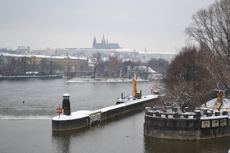 伏尔塔瓦河河的看法在布拉格。 库存照片