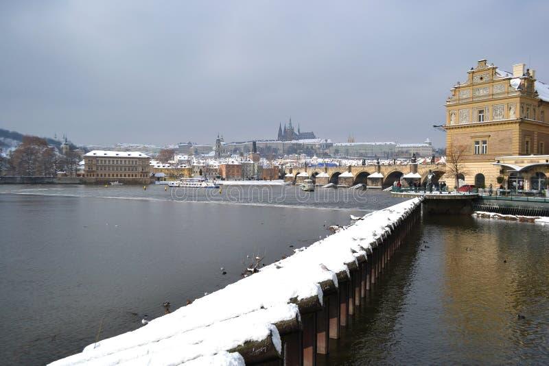 伏尔塔瓦河河的看法在布拉格 库存照片