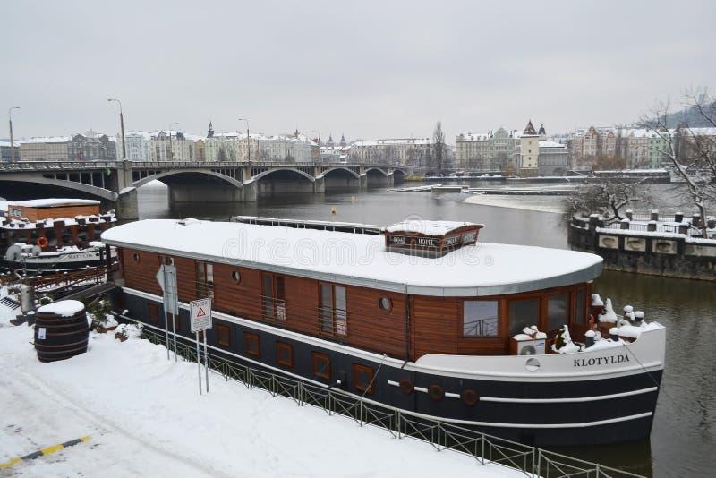 伏尔塔瓦河河的看法在布拉格 免版税库存照片