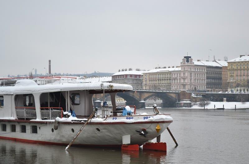 伏尔塔瓦河河的看法在布拉格 免版税库存图片