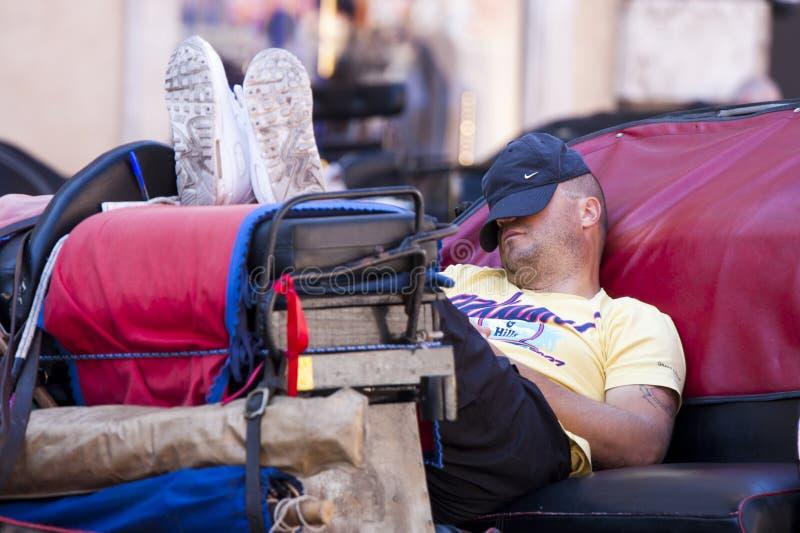 休息和采取休息的司机运输车 免版税库存图片
