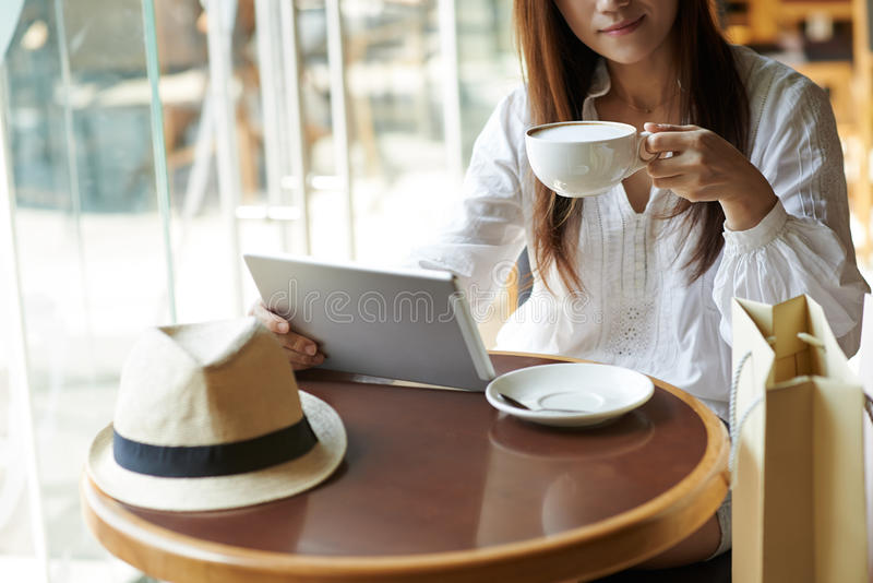 休息在咖啡馆 免版税库存照片