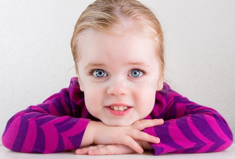 休息她的在她现有量微笑的子项题头 库存图片