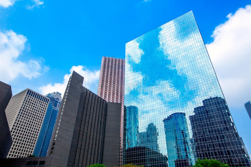 休斯敦街市摩天大楼disctict蓝天镜子 免版税库存照片