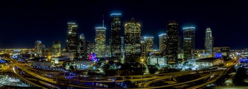 休斯敦,得克萨斯2019年1月2日, 休斯敦街市在夜全景 库存照片