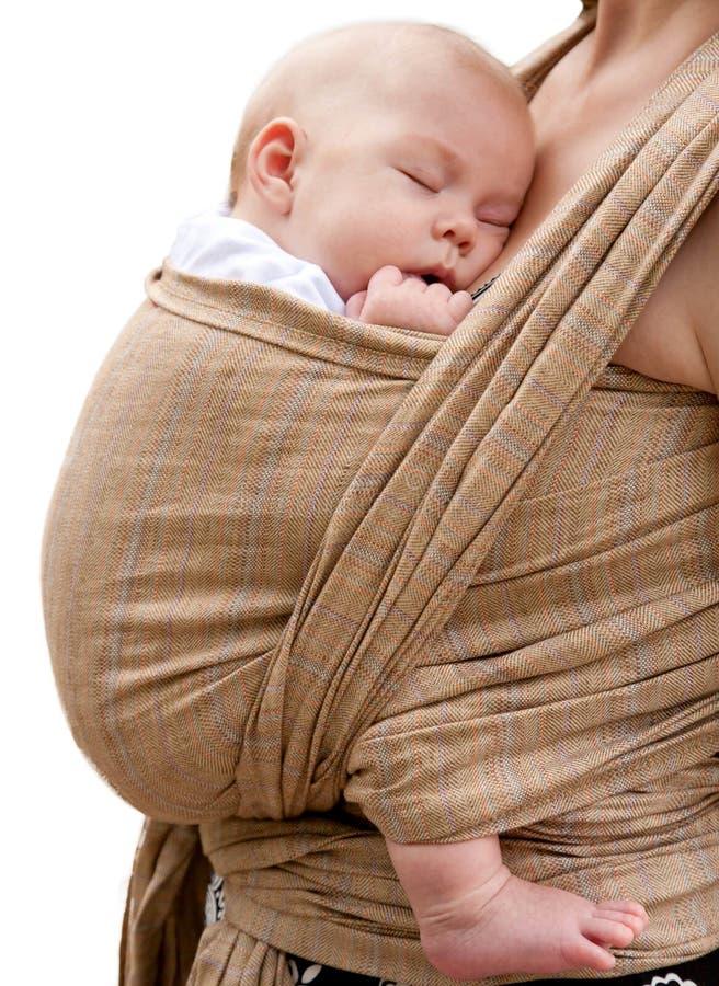 休眠在吊索的新出生的婴孩, 免版税库存图片
