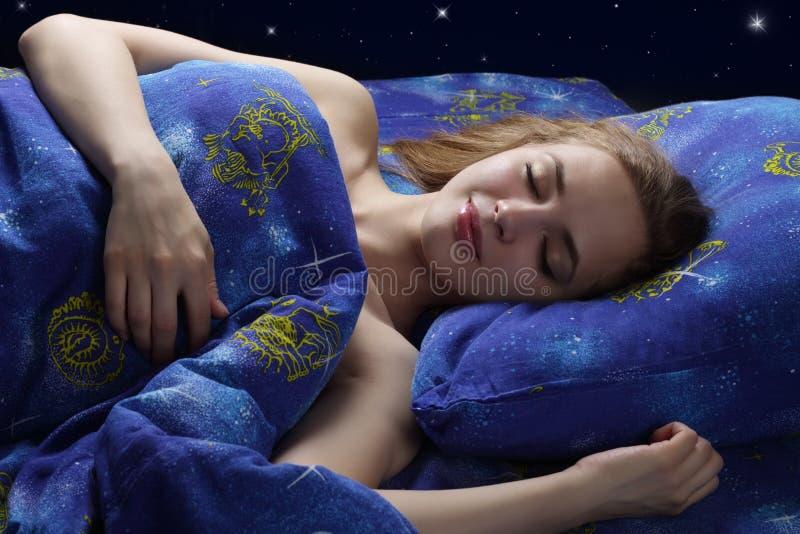 休眠的女孩在晚上 库存图片