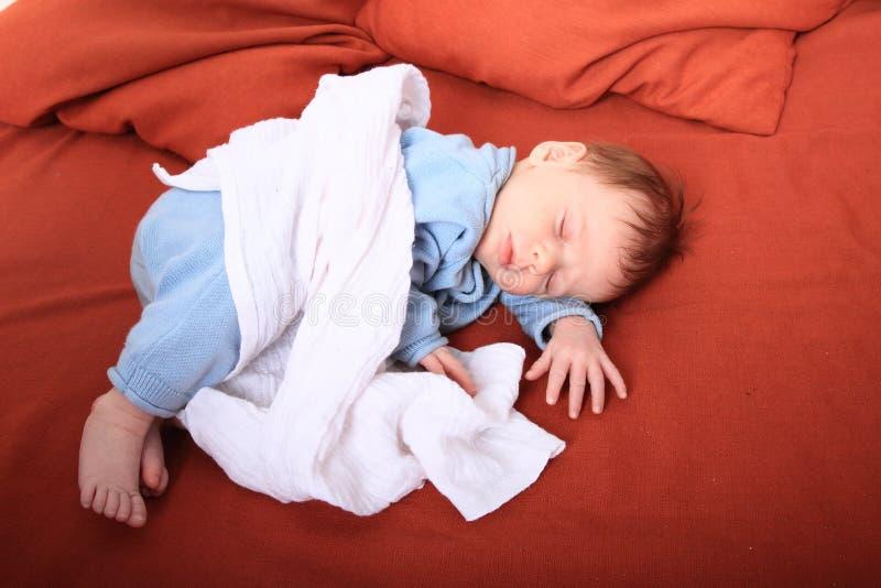 休眠的新出生的女婴 免版税库存图片