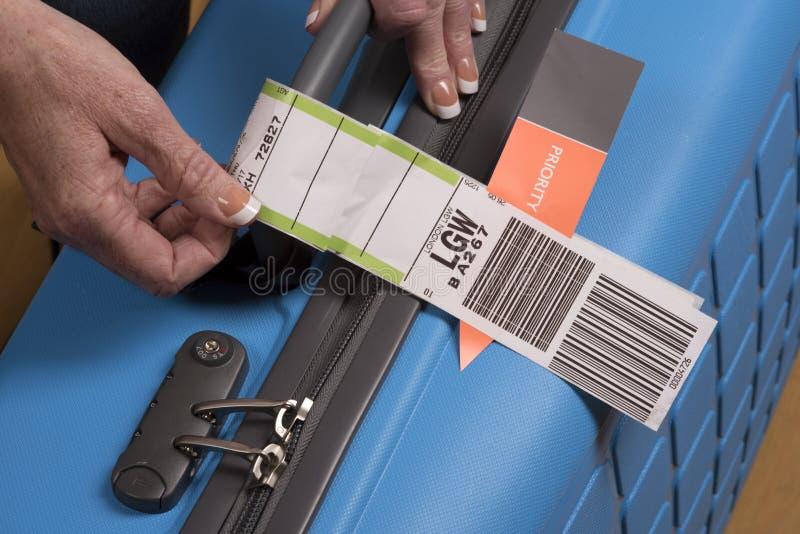 Download 优先权航空公司在手提箱的安全标记 编辑类图片. 图片 包括有 蓝色, 处理, 手提箱, 旅行, 飞行, 现有量 - 72352095