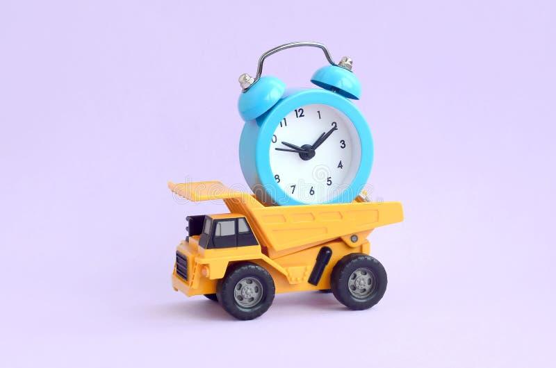 优化和合理的时间管理 工作的代表团在事务的 库存图片